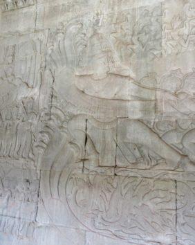 五つ頭のヴァースキを引く阿修羅
