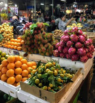 トロピカルなフルーツもいっぱい(Photo by 朝比奈)