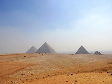 三大ピラミッドのパノラマポイントにて(Photo by 朝比奈)