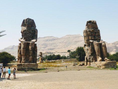 メムノンの巨像/アメンホテプ3世の石像2体(Photo by 朝比奈)