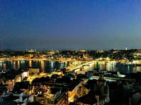 大都会の夜景とは異なるロマンチックな魅力が(Photo by 朝比奈)
