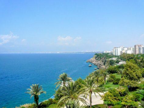 美しい地中海と温暖な気候がアンタルヤの魅力(Photo by 朝比奈)
