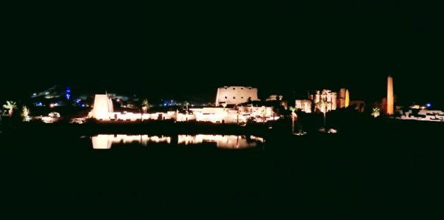 カルナック神殿「音と光のショー」(Photo by 朝比奈)