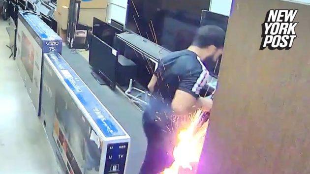 画像:2018/08/28に公開『YouTube』New York Post-E-cig blows up TV salesman's crotchのサムネイル