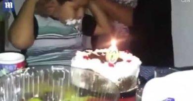 画像:2018/08/10公開YouTube『Moment boys hair goes up in flames as he eats birthday cake』のサムネイル