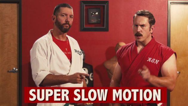 マスター・ケン、スゴイ技が炸裂(画像:『YouTube』EnterTheDojoShow – Speed Hitting 2: 200 Hits in 1 Secondのサムネイル)