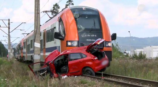 列車と衝突して大破した教習車