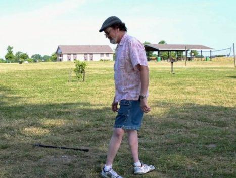 誰もが驚きの声を上げるというモーゼス・ランハムさんの歩行スタイル