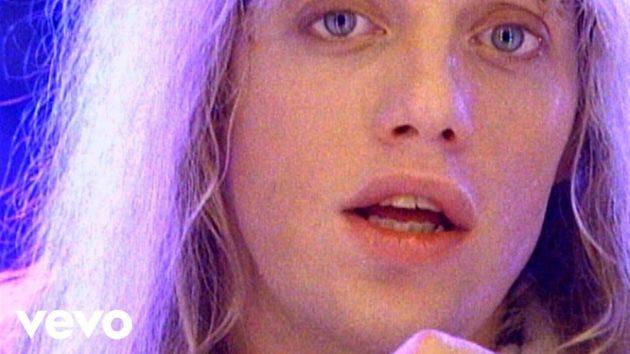 あまりにも美しかったフロントマンは、 47歳の若さで死去。(画像:YouTube『Heaven』のサムネイル)