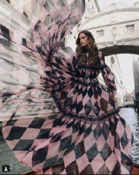 美しいのはベネチアかそれともドレスか?