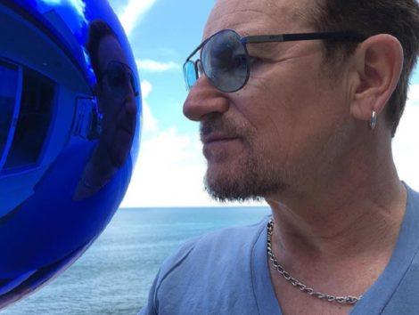 「U2」ボノ、早く絶好調に戻りますように…。