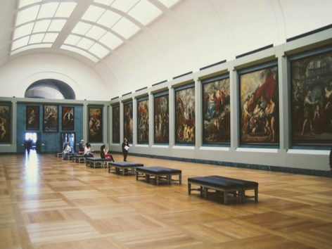 とにかく巨大なルーブル美術館(Photo by 朝比奈)
