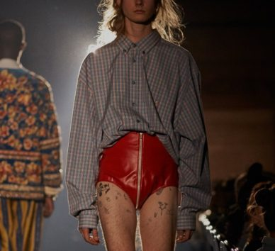 こんなの穿けるかよ…と男性たち