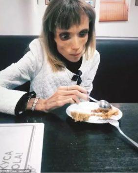 やっとお粥が食べられるようになったクリスティーナさん