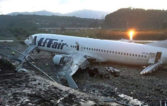 ソチ国際空港で旅客機が着陸失敗。この後炎に包まれる