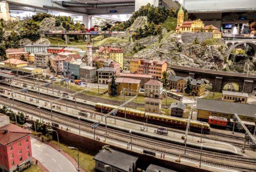 鉄道オタクやジオラマ好きでなくても十分に楽しめます(Photo by 朝比奈)