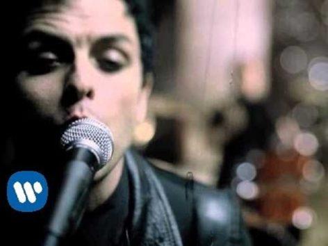 """若者に共感された名曲。(画像:YouTube『Green Day: """"Boulevard Of Broken Dreams"""" - [Official Video] 』のサムネイル)"""