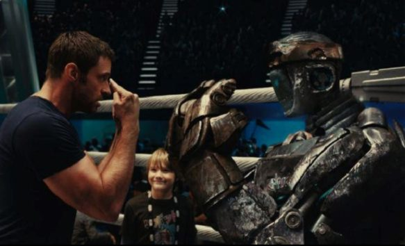 父子&ロボットが共に闘う姿に感動(画像:2011/05/09 に公開YouTube『Real Steel starring Hugh Jackman - Official Trailer)』のサムネイル)