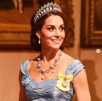 キャサリン妃、ダイアナ妃が愛したティアラをつけてゴージャス