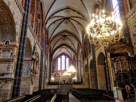聖ペトリ大聖堂の中を見学できます(Photo by 朝比奈)