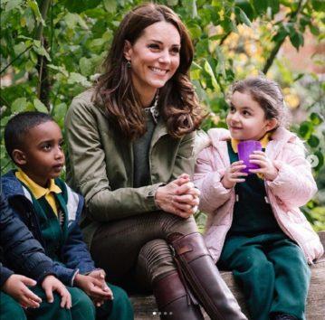 長年愛用しているブーツ姿が話題の英キャサリン妃。