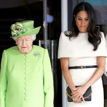 きっと女王も内心「困ったもんですこと」?
