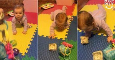 画像:2018/11/27に公開YouTube『Happily-Baby Learning To Crawl Will Only Move For Money』のサムネイル