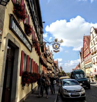 感動的な美しさ、楽しさを誇るヘレンガッセ通り(Photo by 朝比奈)