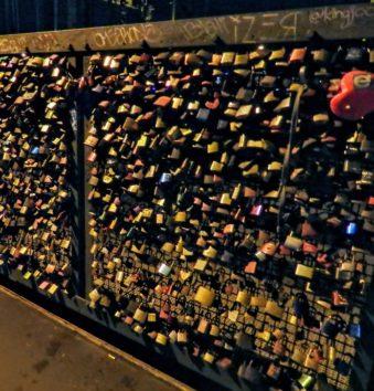 ホーエンツォレルン橋の「愛の南京錠」(Photo by 朝比奈)