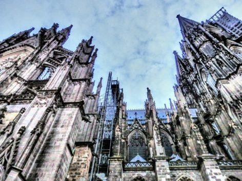 聖堂の補強となる控え壁も見事(Photo by 朝比奈)