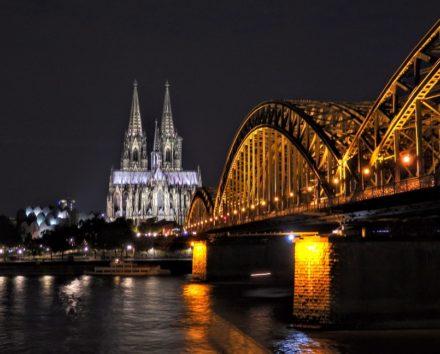 ついに見ることが出来たケルン大聖堂の夜景