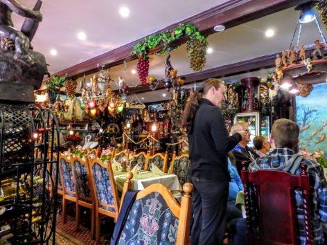 レストラン「Restaurant Zum Anker」(Photo by 朝比奈)
