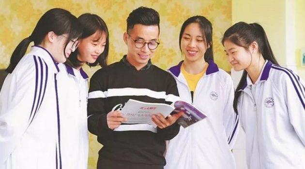 中国の38歳男性教師、女子生徒の月経期間を把握