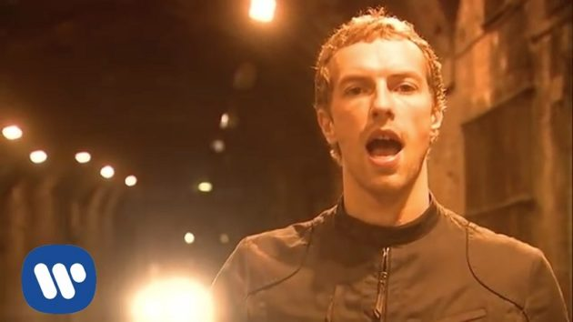 「コールドプレイ」の名曲、優しいメッセージも話題に。(画像:YouTube『Coldplay - Fix You』のサムネイル)