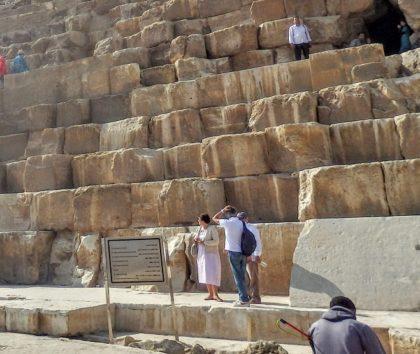 ピラミッドの石は大きい!