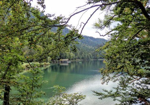 湖の色も素敵(Photo by 朝比奈)