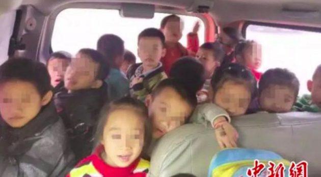 幼稚園の送迎バン、定員7名のはずが…!?