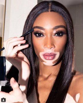 お化粧が好きなウィニー、欠かせないアイテムも。