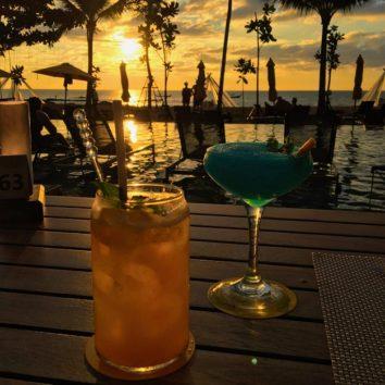 ハッピーアワーは飲み物が半額ですよ!(Photo by 朝比奈)