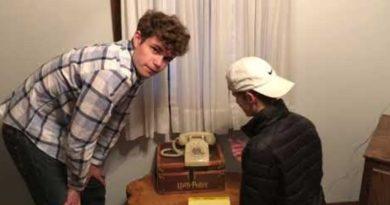 画像:2018/12/26に公開YouTube『Kevin Bumstead-17 year olds dial a rotary phone』のサムネイル