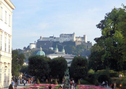 ミラベル庭園から見たホーエンザルツブルク城