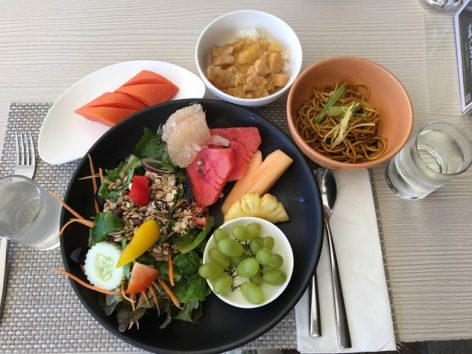 朝食はオムレツやフォーをその場で作ってくれるオープンキッチンも(Photo by 朝比奈)