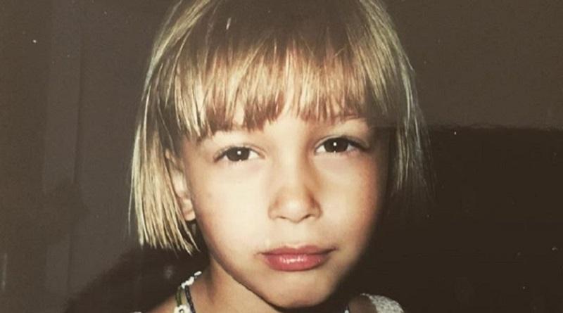 クイズ! これは誰の少女時代の写真でしょう?