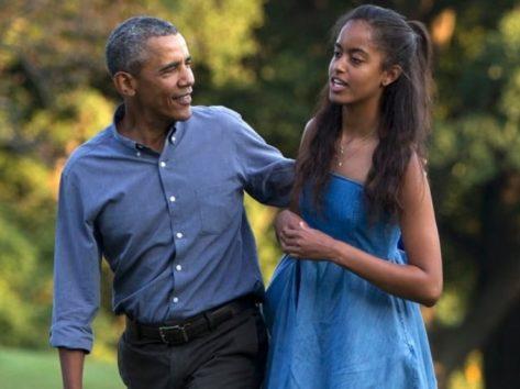 身長185cmのパパと背が並んでしまったマリア・オバマさん