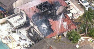 ロス郊外の町で民家にセスナ機が墜落