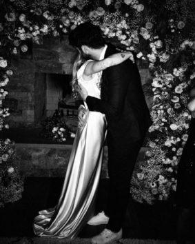 リアムと抱き合うマイリー