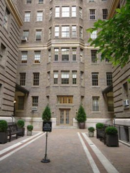マドンナ追放に向けて動くマンハッタンのアパート