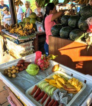 色々な種類のフルーツの試食をさせてくれました(Photo by 朝比奈)