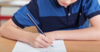 「テストの点数、成績がすべて」と母親(画像はイメージです)