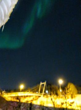ホテルの部屋から深夜に空を見上げると!(Photo by 朝比奈)